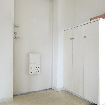 シューズボックスはなんとか足りそう。※写真は2階の反転間取り別部屋です。
