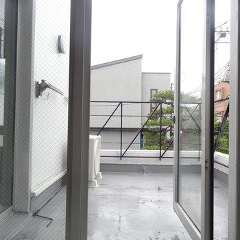 植物を置いてみたり…♪※写真は2階の反転間取り別部屋です。