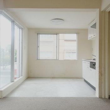 キッチン部分は土間になっています。※写真は2階の反転間取り別部屋です。