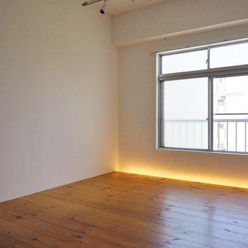 間接照明でムーディーなお部屋に。