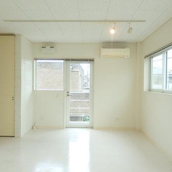 窓が多くて通気性も良い♪*写真は同間取りの2階のお部屋です。