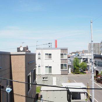 窓からの眺めはひらけています!青空で気持ちが良かった〜!※写真は前回募集時のものです
