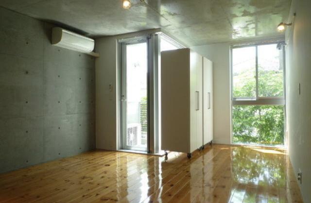 床の主張のお部屋
