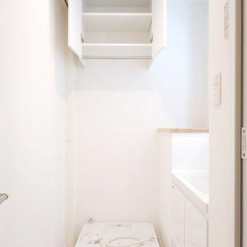 洗濯パンの周りにはたくさん収納や置ける工夫がいいですね!