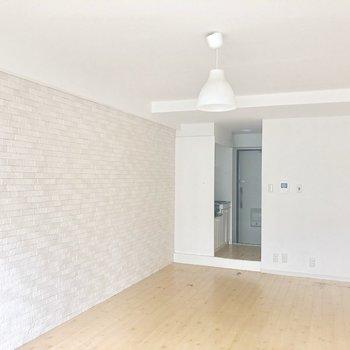 壁も電気もかわいい!完璧!※お写真はクリーニング前のものです。