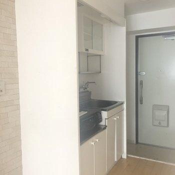 こんだけ可愛いお部屋のキッチンは、、?※お写真はクリーニング前のものです。