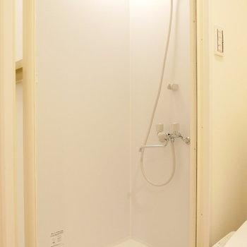 お風呂はシャワーで。※写真は前回募集時のものです