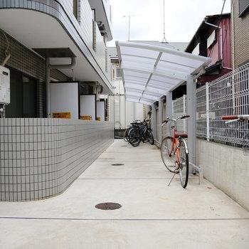 駐輪場は屋根あります。