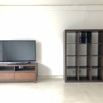 大きい家具も置けます。※写真は電気がつく前のものです。※家具付きです。ご希望であれば撤去も可能です。