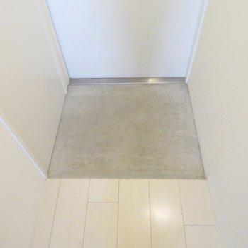 段差の少ない玄関※写真は別部屋同間取りです。