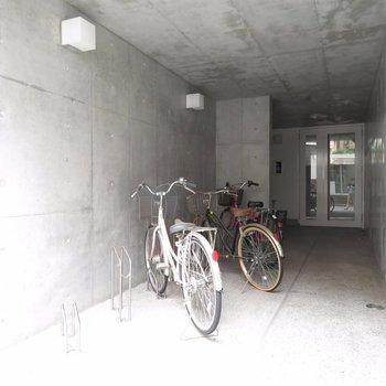 自転車置場はオートロック手前に