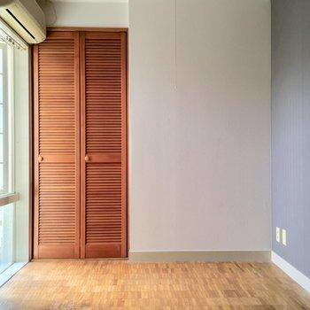 ではお待ちかねのお部屋へ(間取り図左側の洋室)※クリーニング・電気が付く前
