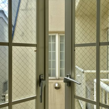 ちなみに眺望は同じマンションですネ※クリーニング・電気が付く前