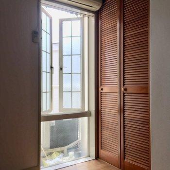 レトロな窓と建具がポイント※クリーニング・電気が付く前