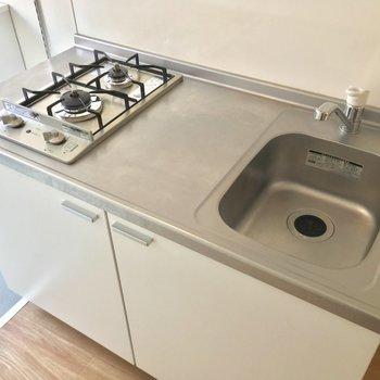 キッチンはスタイリッシュなガスコンロ2口!