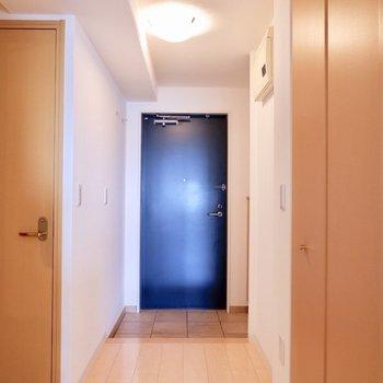 廊下も広々です。※写真は反転間取りのモデルルームです。