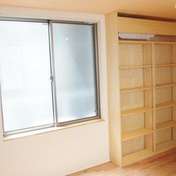 窓と棚と。※写真は前回募集時のものです。