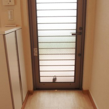 玄関。シューケースあります。 ※写真は前回募集時のものです。
