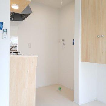 キッチンの後ろは洗濯機になります※写真は前回募集時のものです