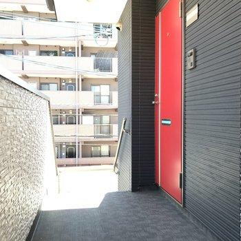 赤い扉が素敵です!