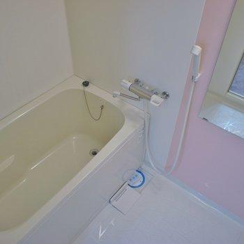 薄ピンクの壁なお風呂