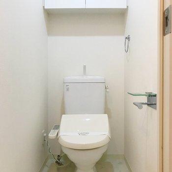 トイレには収納棚がありますよ。