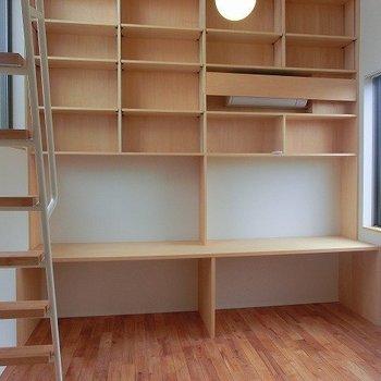 魅力的な本棚収納!※写真は前回募集時のものです。