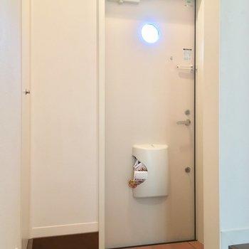廊下の1番奥に玄関です(1階廊下)