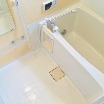 追焚も、浴室乾燥も付いたバスルーム!(1階廊下)
