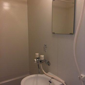 お風呂と洗面スペースは一緒です。