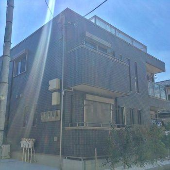 ピカピカ新築!オートロック付きのアパートです