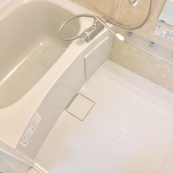 浴槽もピカピカ〜