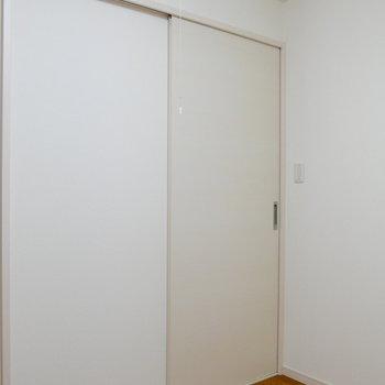 引き戸なので、無駄空間がうまれない設計。