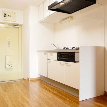 ダイニングキッチンです。冷蔵庫はキッチンの横に。