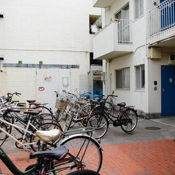 駐輪場と、ゴミ置場は敷地内に。