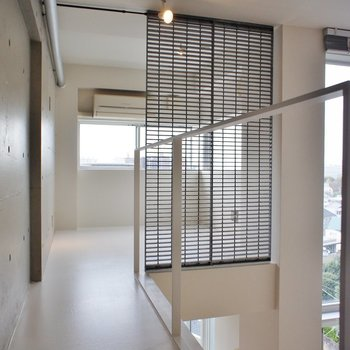 奥にもこんなスペース。※同階同間取り別部屋の写真です