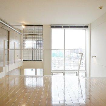 5階へ。透明感あるなー!※同階同間取り別部屋の写真です