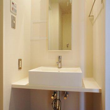 洗面台はシンプルなものを※同階同間取り別部屋の写真です