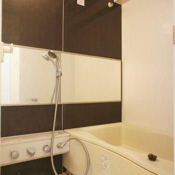 お風呂は清潔感!※同階同間取り別部屋の写真です