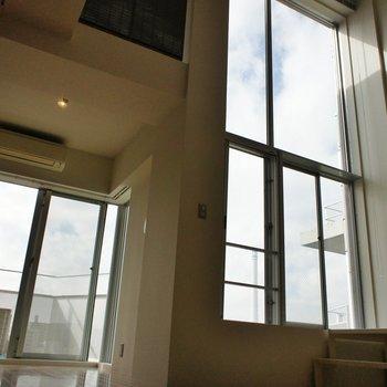 うおー。見上げたくなっちゃう※同階同間取り別部屋の写真です