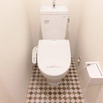 1段上がって個室トイレです ※1階同間取り別部屋の写真です