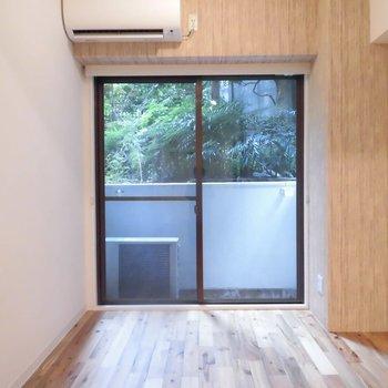無垢と緑のタッグです  ※1階同間取り別部屋の写真です