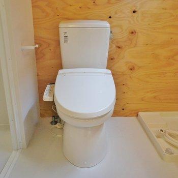 トイレ。ウォシュレット付き。※写真は前回募集時のものです。