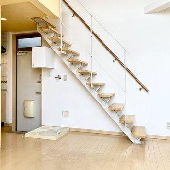 階段からロフトへ行けますよ。