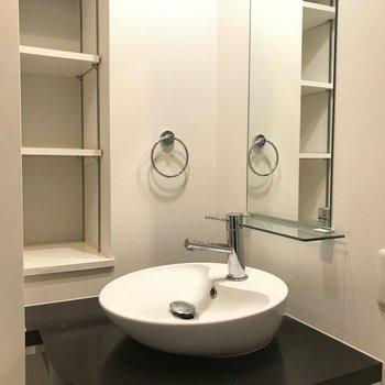 廊下にこんなカワイイ洗面台が ※2階同間取り別部屋の写真です