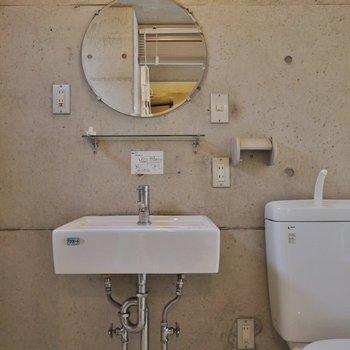 洗面もしっかり完備。※写真は302号室のもの