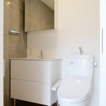 洗面台とトイレは脱衣所に。※写真は前回募集時のものです