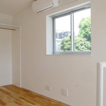 【3階】ここにもエアコンついてます。窓もある!※写真は前回募集時のものです