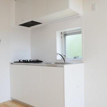 キッチンです。ここにも窓あって気持ちいい。※写真は前回募集時のものです