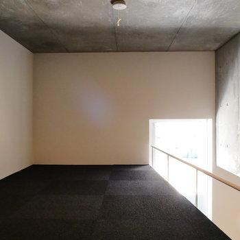コンクリ天井がすぐ近く。※写真は前回募集時のものです